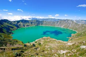 Atemberaubender Blick auf den Kratersee Quilotoa der sich im Krater des gleichnamigen Vulkans in einer Höhe von knapp 4.000 Metern befindet, Ecuador